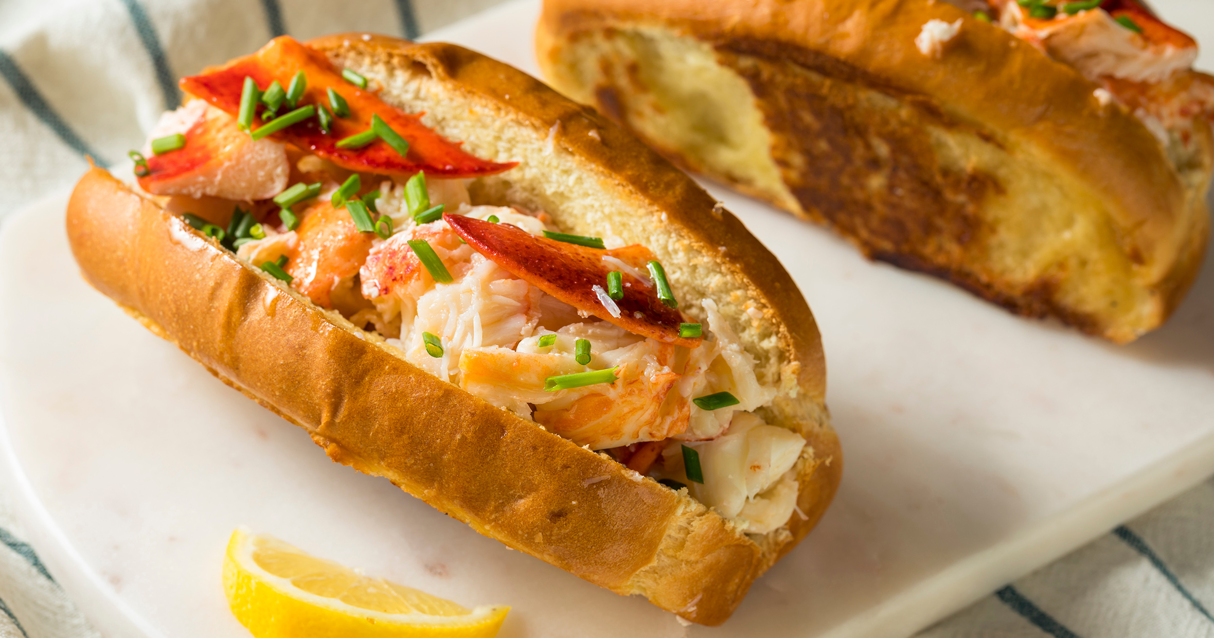 Lobster Rolls: a Gourmet Meal at Home | CircleAround